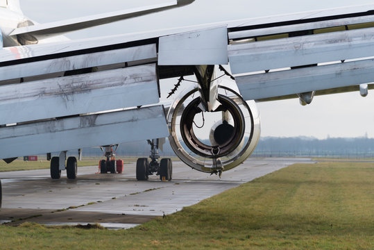 airplane to be dismantled