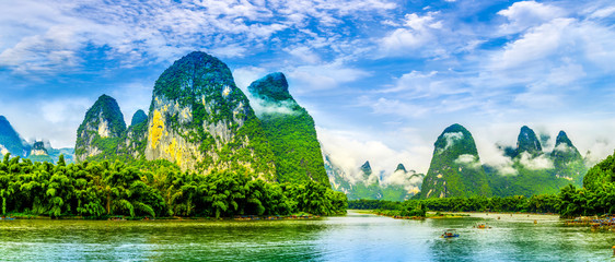 Foto op Plexiglas Guilin The beautiful rivers and landscape of the Lijiang River in Guilin, China
