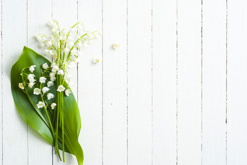 Tuinposter Lelietje van dalen Lily of the valley on white wooden
