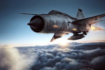 Kampfflugzeug über den Wolken