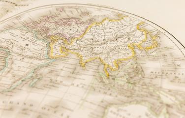 Carte géographique ancienne centrée sur l'Asie, la Sibérie et l'ancien Empire Chinois