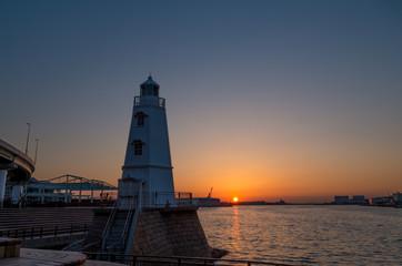堺旧燈台と夕日