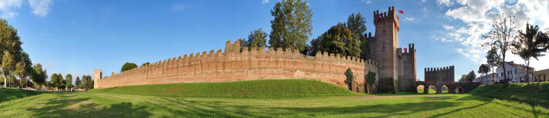Montagnana, esterno della cinta muraria a 360°