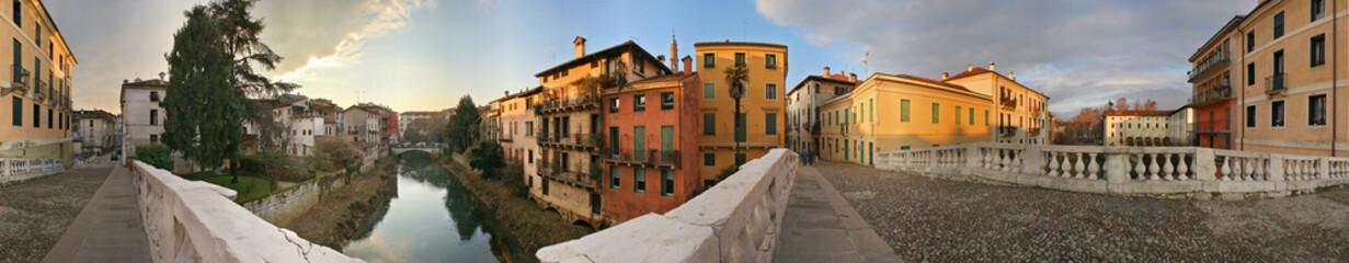 Vicenza, ponte sul fiume Retrone a 360°
