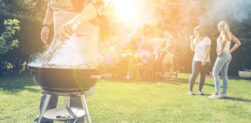 Grillparty in eigenem Garten