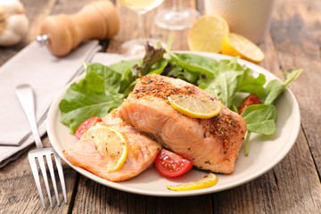 salmon fillet and lettuce