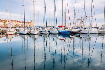 Voiliers dans le port de La Ciotat