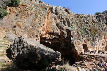Банияс — древний город в Израиле у подножия горы Хермон, у восточного истока Иордана.