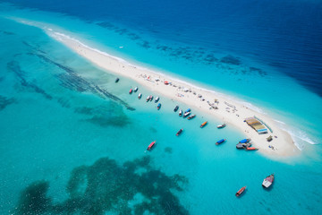 Foto op Plexiglas Zanzibar Aerial view of beautiful sand tropical island with white sand beach and tourists, Zanzibar