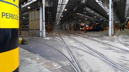 Deposito dei tram - cavi elettrici per il trasporto pubblico