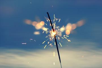 brennende Wunderkerze am See
