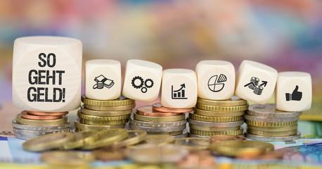So geht Geld! / Münzenstapel mit Symbole