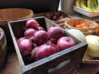 red onion in crate2