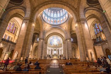 Photo sur Plexiglas Edifice religieux Innenaufnahme der Kirche Sacré-Cœur de Montmartre in Paris, Frankreich