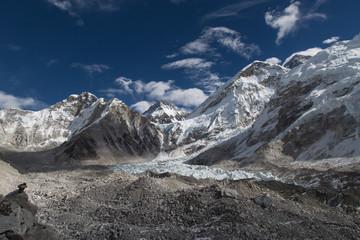 Blick von der Khumbu Gletschermoräne auf Mt. Everest, Everest Basislager und Khumbu Eisbruch