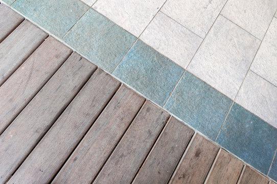 association de deux matériaux, plancher bois et sol carrelage