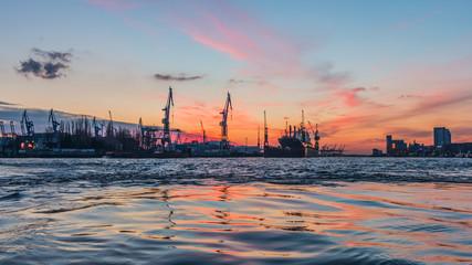 schöne Elbe an den Landungsbrücken