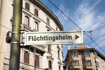 Schild 242 - Flüchtlingsheim