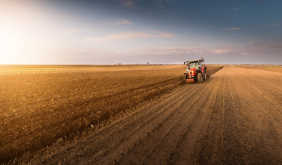 Tractor plowing fields -preparing land for sowing in autumn Fotomurales