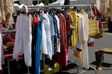 abiti usati mercatino dell'antiquariato