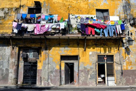 La ropa tendida de La Vieja Habana, Cuba