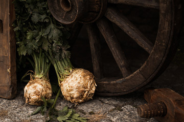 Organic celery (root celery and leaves of celery)