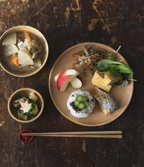 焼き魚とみそ汁の日本食