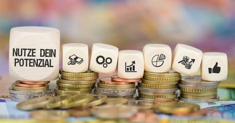 Nutze Dein Potenzial / Münzenstapel mit Symbole