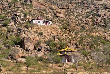 Ein verlassenes, buddhistisches Kloster in der Mongolei