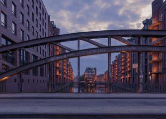 Hamburg Speicherstadt Wasserschloss zur blauen Stunde