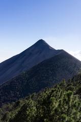 Vue sur le volcan Fuego depuis l'Acatenango, Guatemala
