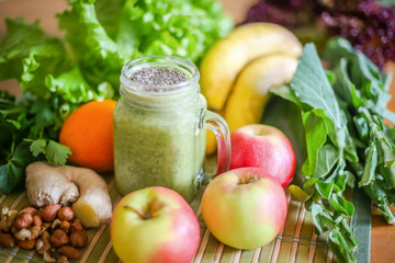 Fruit and vegetable green smoothie