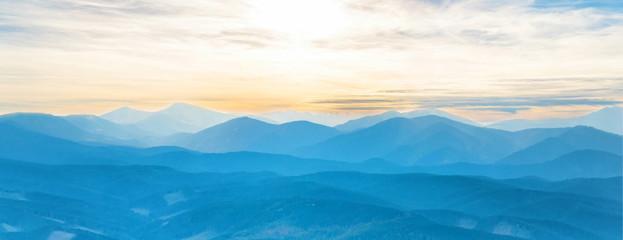 Photo sur Aluminium Bleu jean Blue mountains at sunset sky. Panorama view of peaks ridge