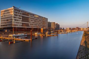 Duisburg innenhafen am abend