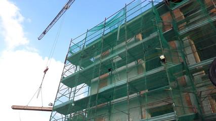 cantiere edile: ponteggio e gru