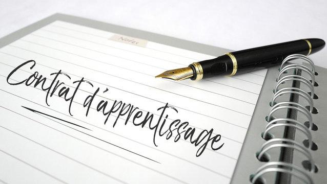 contrat d'apprentissage carnet à spirales et stylo plume