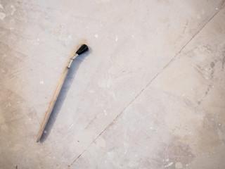 Pinsel auf Boden Maler