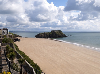 UK, Wales, Pembrokeshire, Tenby, seafront gardens and the view looking towards St Catherines Island
