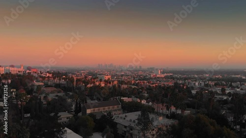 Fotobehang Aerial city view of Hollywood at sunset, flying towards downtown Los Angeles skyline