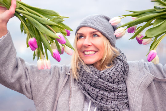 beautiful blond woman outdoors with tulips