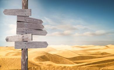 cartelli segnaletici nel deserto