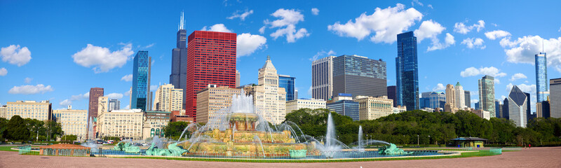 Aluminium Prints Chicago Chicago skyline panorama with Buckingham Fountain, United States