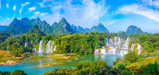 Papiers peints Bleu ciel Waterfall of landscape scenery