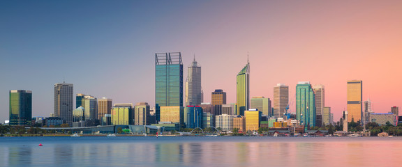 Poster Oceanië Perth. Panoramic cityscape image of Perth skyline, Australia during sunset.
