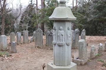 小さな墓地