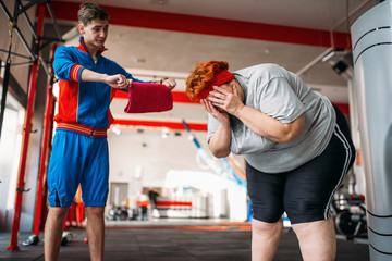Trainer forces overweight woman to exercise in gym