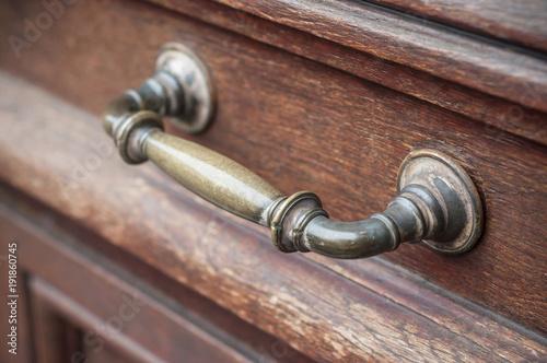 Dtail Poigne De Porte En Bronze Sur Porte Ancienne En Bois Stock
