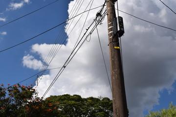 Poste elétrico torto