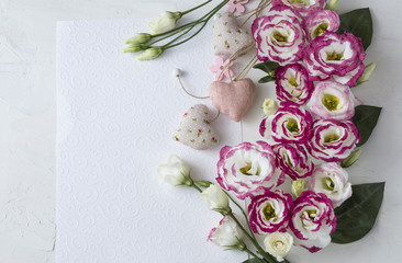 Bouquet of beautiful flowers with paper and hearts. Holidays background: March 8, valentine's day, mother's day, wedding, engagement ghodovshchinaгодовщинаfonfonefonovyi riezhimkontiekstobrazovaniiepo