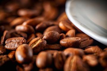Ziarna kawy w młynku
